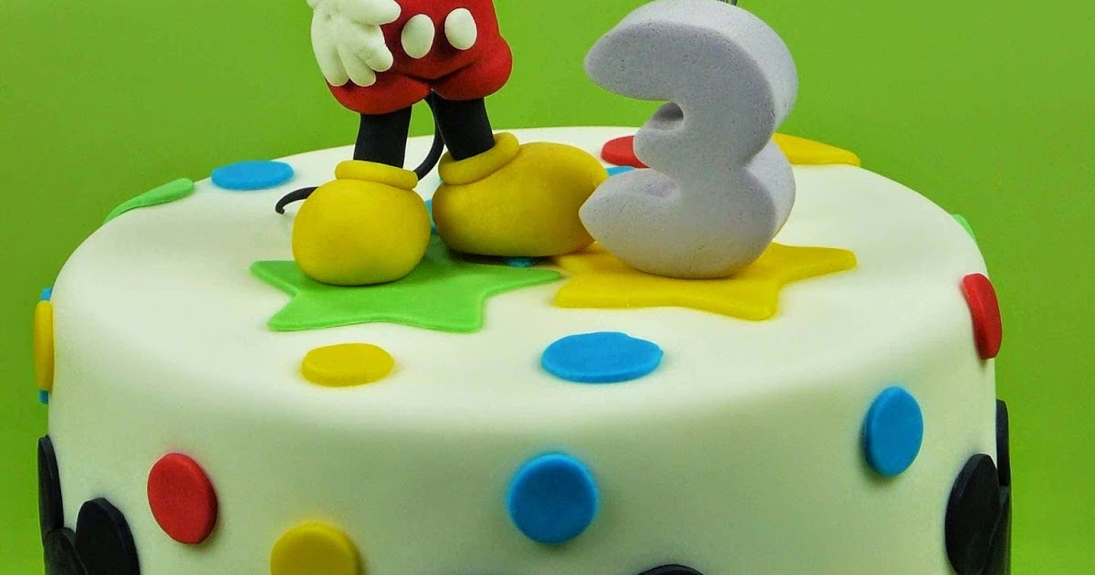 Jule backt Mickey Maus Torte