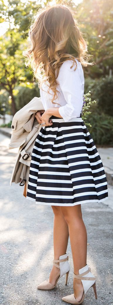 black and white outfit idea: shirt + skirt + heels