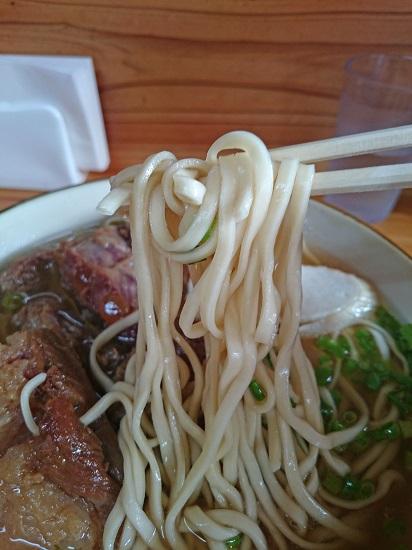 ぜいたくそば(大)の麺の写真