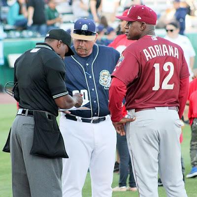 Umpire, Wasit Softball