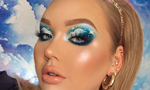 maquillaje nube con sombras de ojos en crema azul y blanco