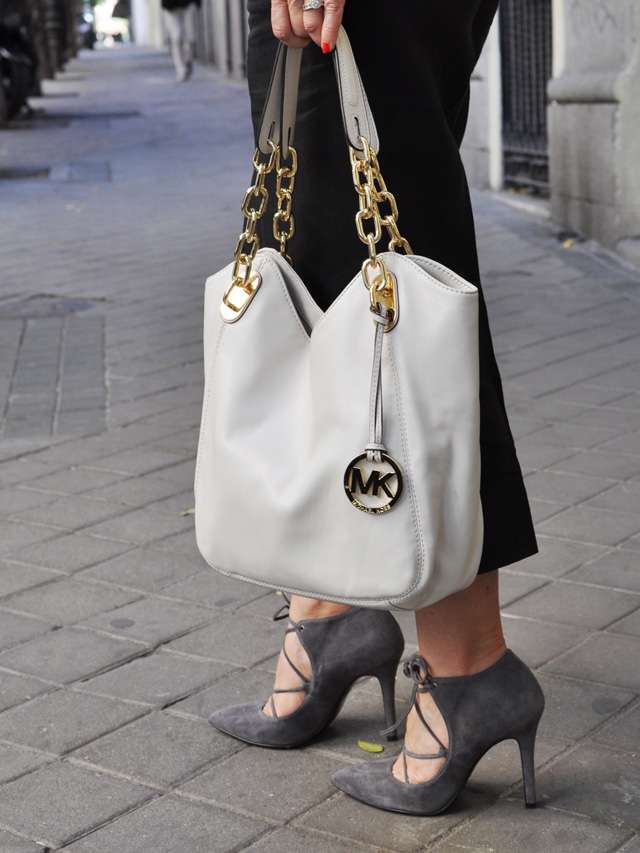 Michael Kors bag     Gloria Ortiz tacones