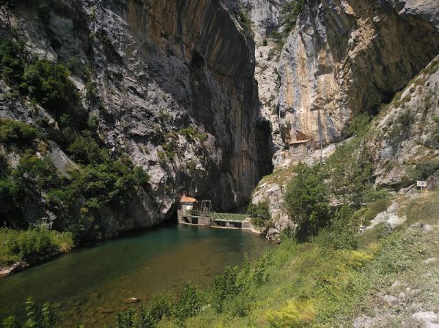 Inicio de la senda en el Puente de la presa