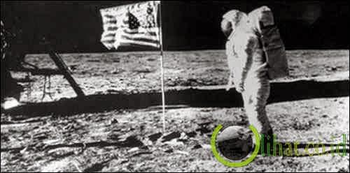 Pendaratan pertama di Bulan (1969)