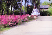 http://annaonopiuk.blogspot.com/2015/07/sukienke-uszyam-z-dosc-miesistej.html