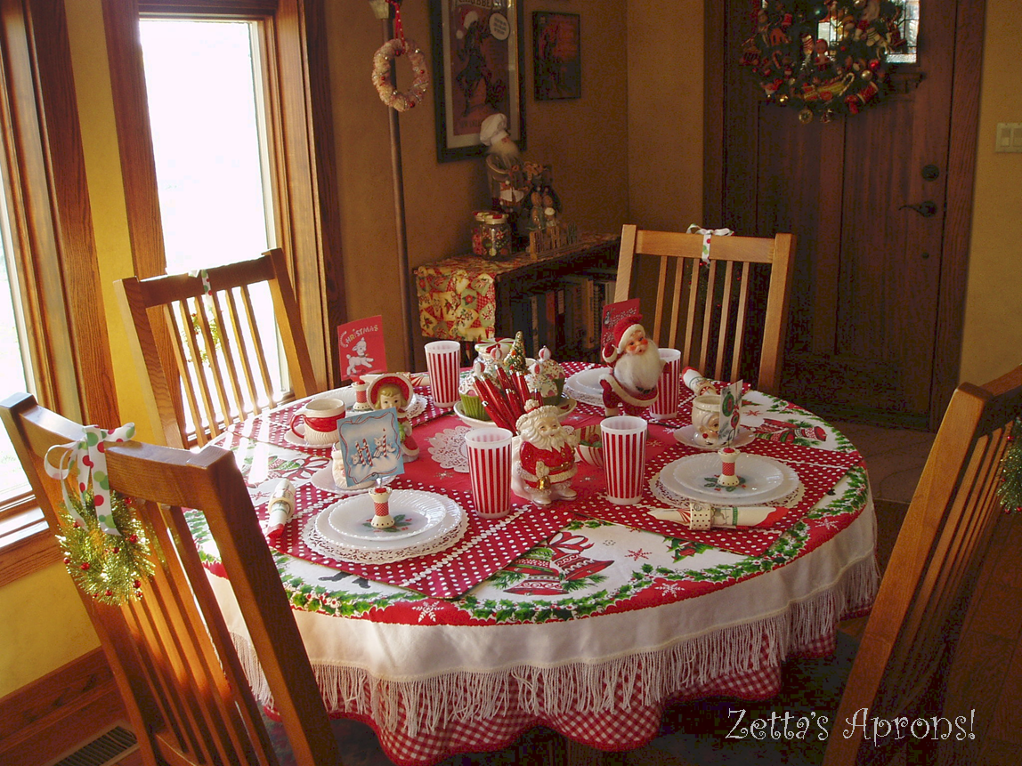 Zetta's Aprons: Fun Christmas Table Setting...and a Winner!