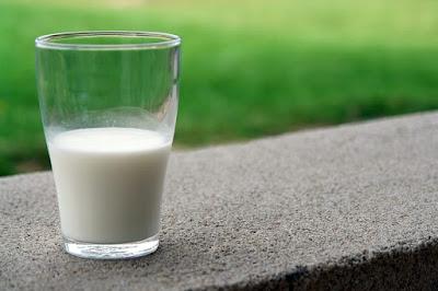 bardakta süt