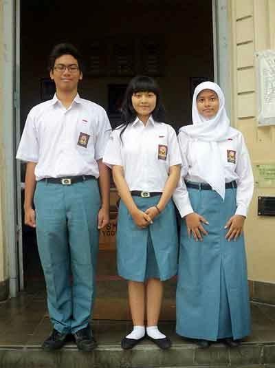 Gaya Baju Pelajar SMA Rapi Mendekati Era Tahun 2010