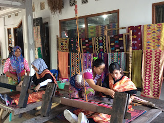 sukarara hand weaving village