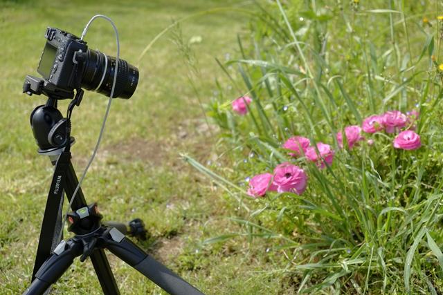 La Fuji X-E2 con un anello adattatore per usare ottiche Nikon Ai-S