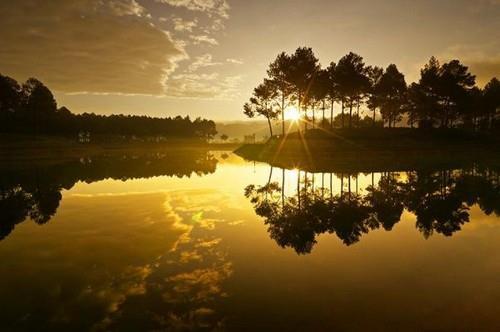 Mặt hồ tĩnh lặng, nghỉ ngơi, thư giãn