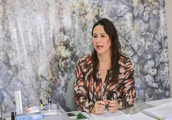 A secretária de Desenvolvimento Urbano e Meio Ambiente de Camaçari (Sedur), Juliana Paes (Foto divulgação)