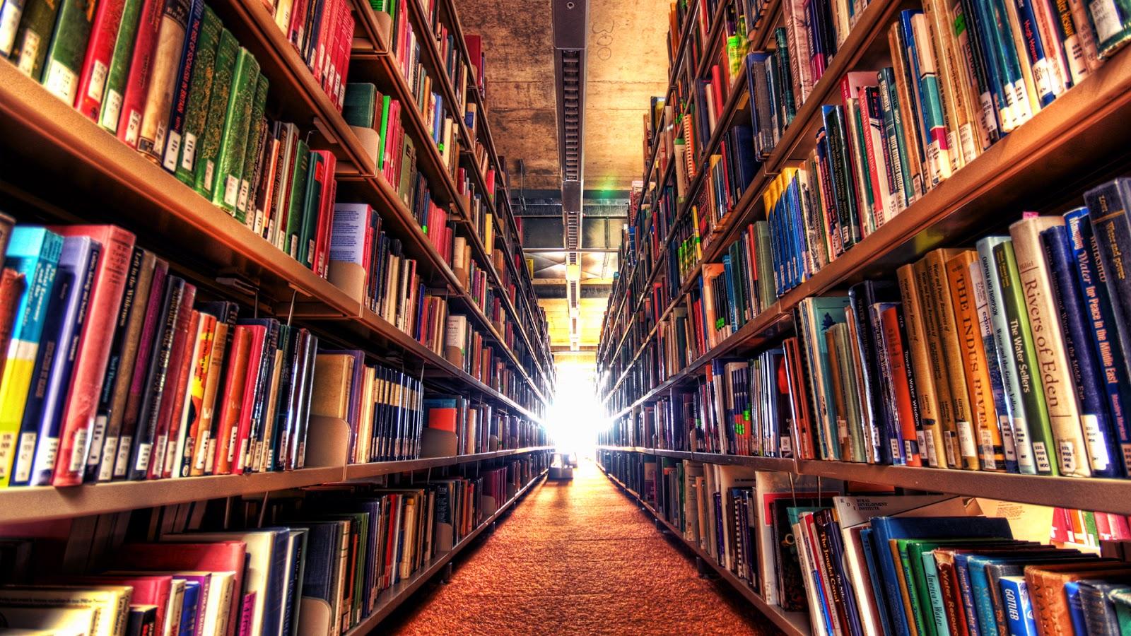 Libros en una biblioteca