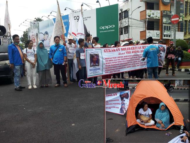 Diduga Kasus Dipetieskan, Ratusan Massa Merangsek Polda Lampung Diiringi Tangisan Ibunda Yogi