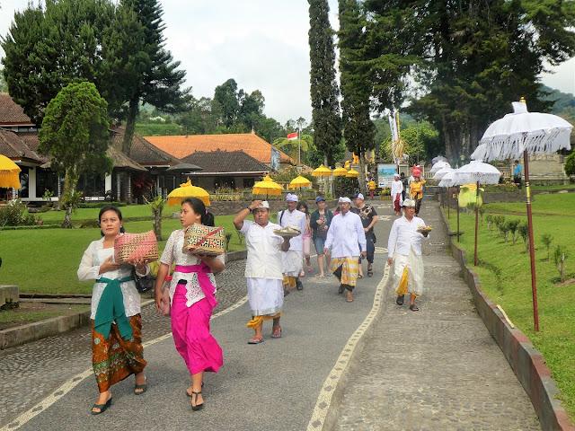 Bali ceremonier inför nyåret