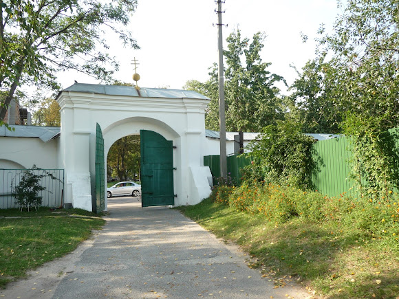 Чернігів. Єлецький Успенський монастир. Вхід. Ворота