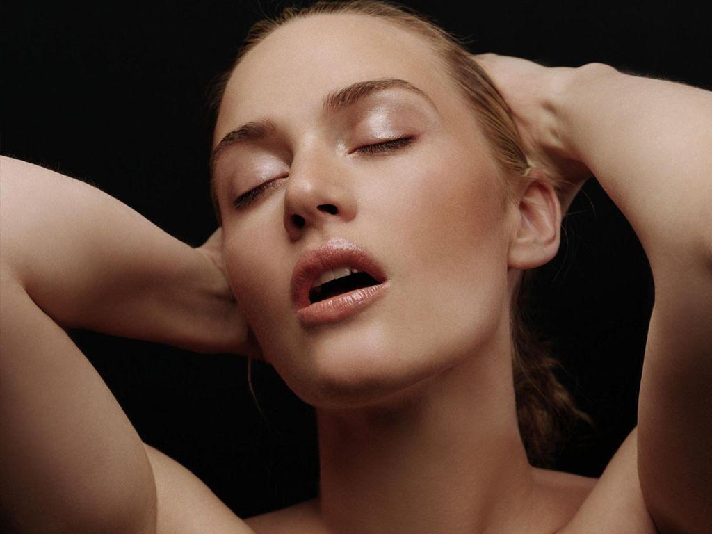 Kate Winslet Sexy Photos 99