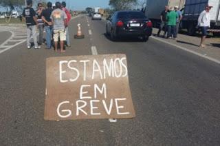 http://vnoticia.com.br/noticia/2753-caminhoneiros-fazem-manifestacao-contra-preco-dos-combustiveis-em-13-estados