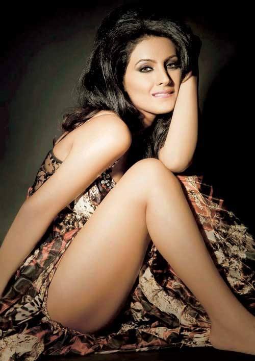 Geeta Basra thunder thighs, Geeta Basra sexy legs, Geeta Basra hot legs, Geeta Basra thighs pics, Geeta Basra spicy photos, Geeta Basra hottest HD wallpaper