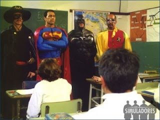 http://2.bp.blogspot.com/-2pojpg_CxrE/UGxlkldO2CI/AAAAAAAADyk/r1XxE6W18Hw/s1600/Los_simuladores_superheroes.jpg
