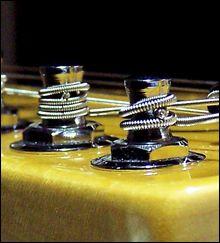 Cómo Enrollar Correctamente las Cuerdas en Clavijas de Guitarra Eléctrica o Acústica