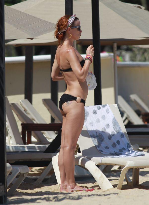 Juliette Lewis s bikini bodyVicki Lewis Body