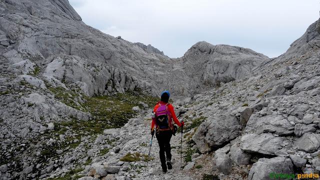 Subida a Peñasanta de Castilla, por la Canal Estrecha, en el Macizo del Cornión en Picos de Eurpa.