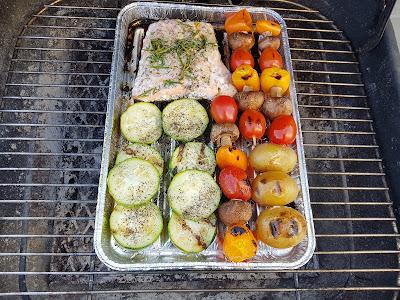 Gegrillter Lachs mit Gemüse