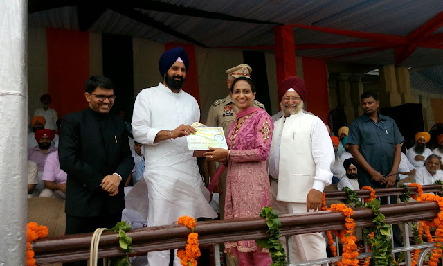 Doctor at Columbia Asia Hospital, Patiala, Awarded on Independence Day by Minister in Punjab
