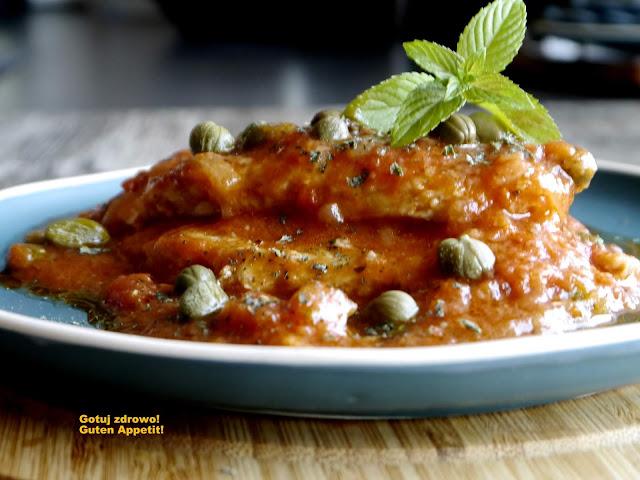 Bitki schabowe we włoskim  sosie pomidorowym z kaparami - Czytaj więcej »