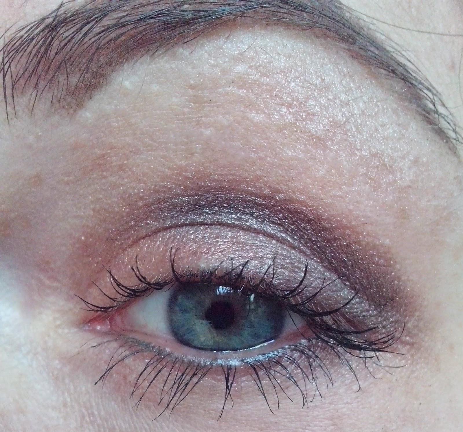 FOTD-essence-dare-to-wear-lipstick-catrice-gradation-blush-maxfactor-2000-calorie-mascara-beauty-women-nudes-eyeshadow-tedi-coastal-scents-essence-bloom-me-up-natventurista-brushes-eye