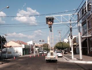 9d5bb3e3a6fdb ... comunica que foram realizados serviços de instalação das fontes  gradativas na última quarta-feira (09) e os semáforos de Cajazeiras  voltaram a funcionar ...