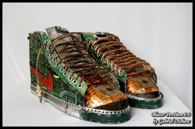 Sepatu Komputer Bekas