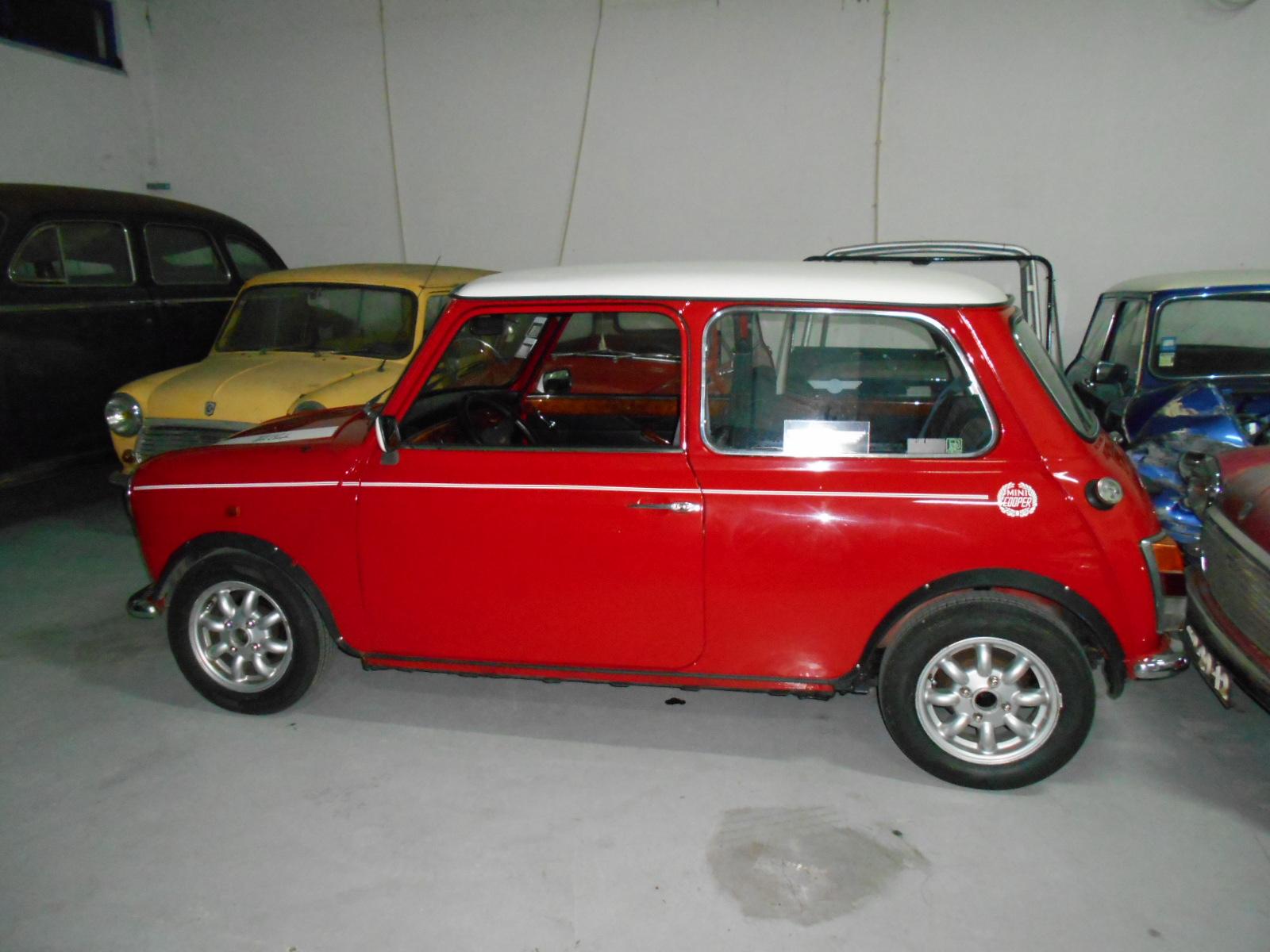 classic car garage mini cooper uma nova corrida. Black Bedroom Furniture Sets. Home Design Ideas
