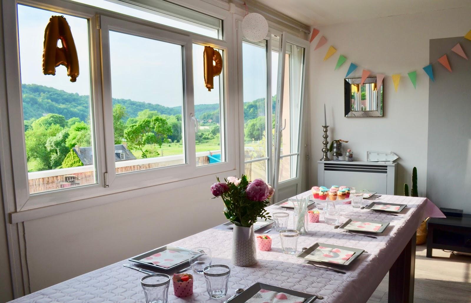 d coration de table d 39 anniversaire petit prix aury culaire. Black Bedroom Furniture Sets. Home Design Ideas