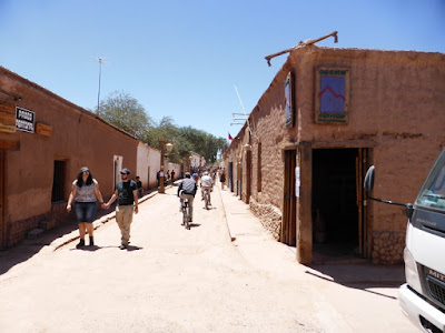 Calle principal de San Pedro de Atacama...tierra y más tierra