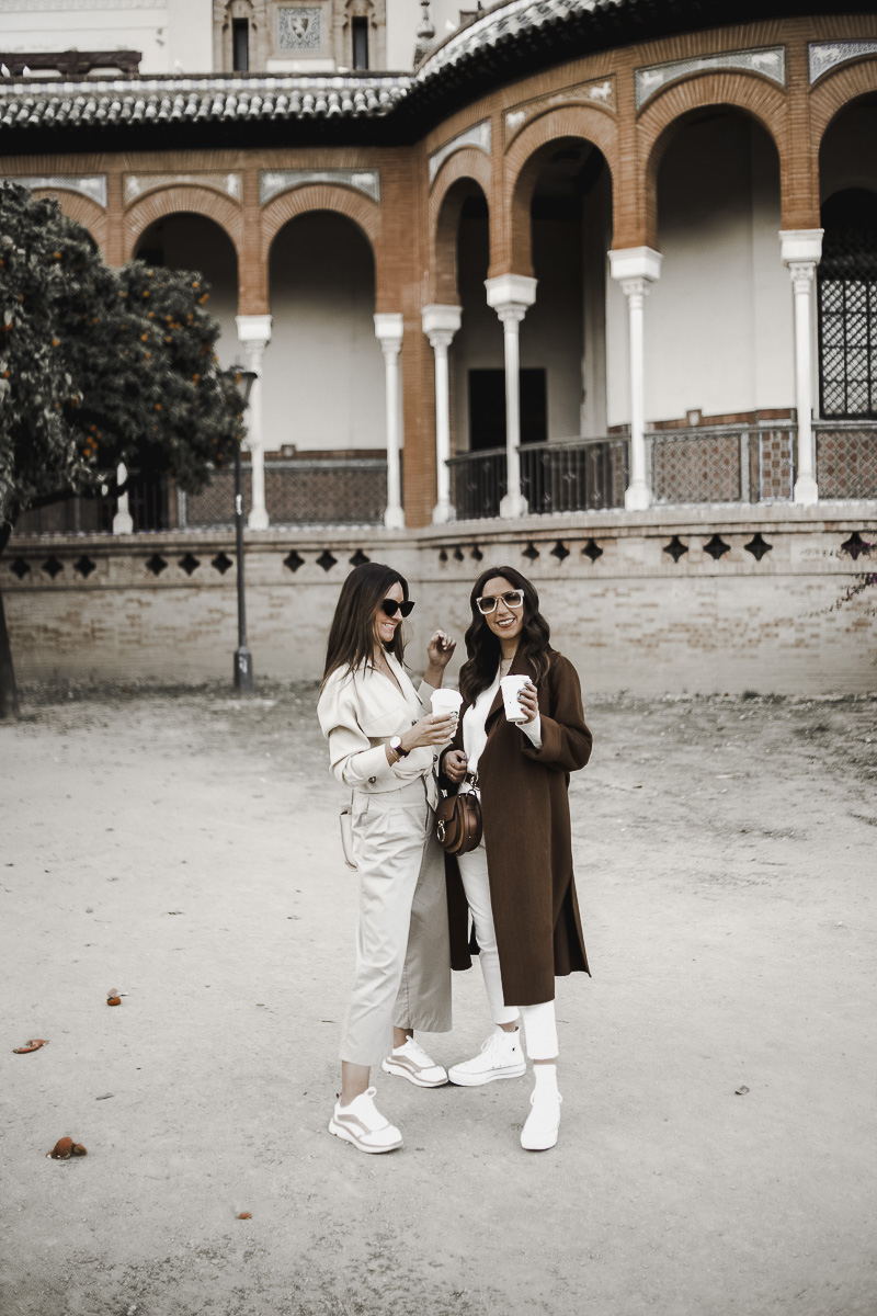 two girls outfit sevilla