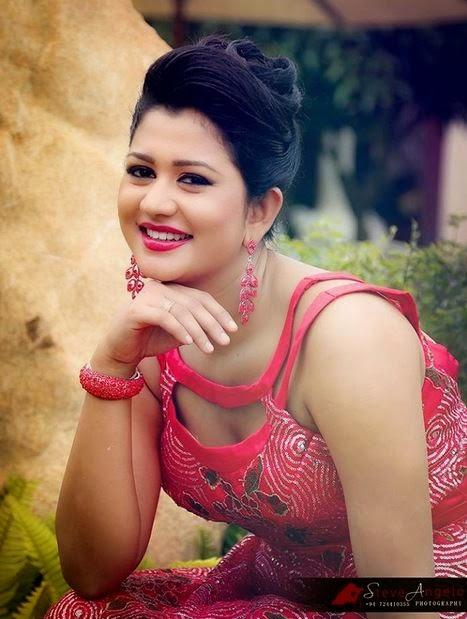 Udaya Banu Saree Stills | Hot Saree Pics