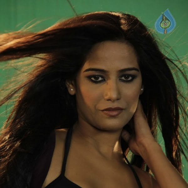 Poonam Pandey latest hot and spicy stills in Bikini