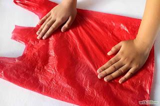 imagen Cómo doblar una bolsa de plástico