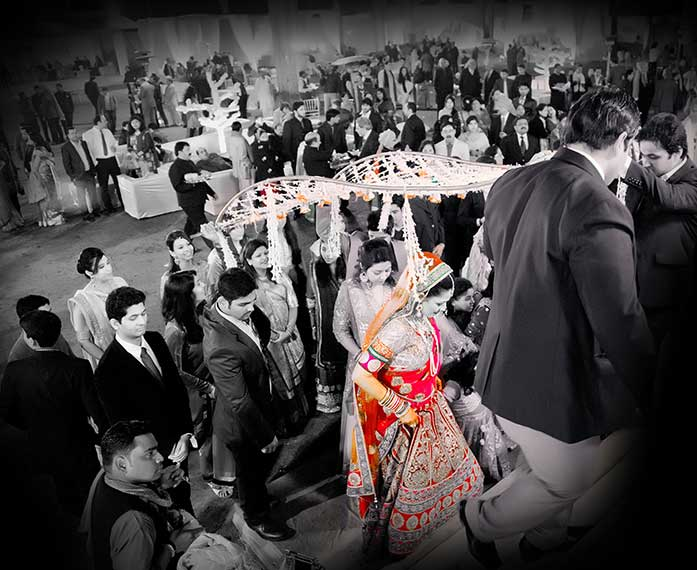 The Company Includes Some Professional Candid Photographers Who Have Innovative Art Of Photography For Wedding