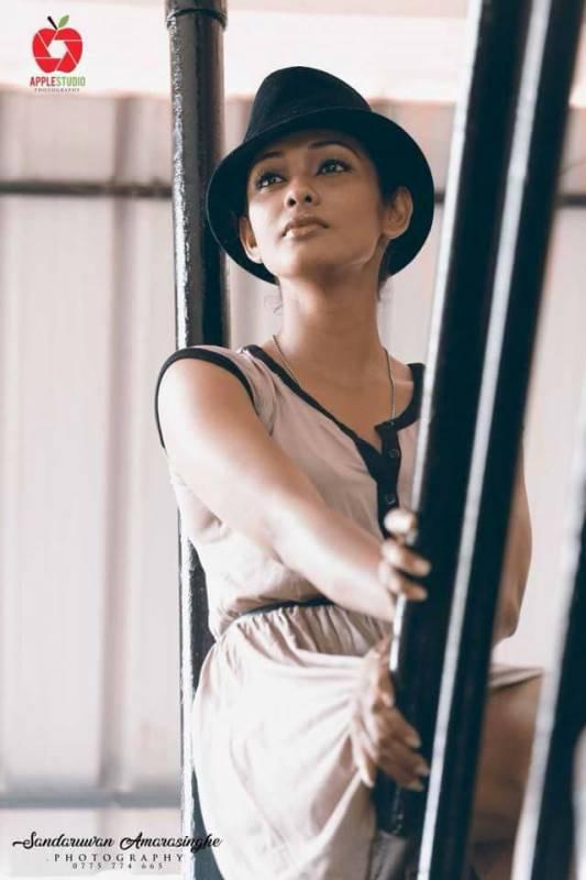 Yureni Noshika Hot