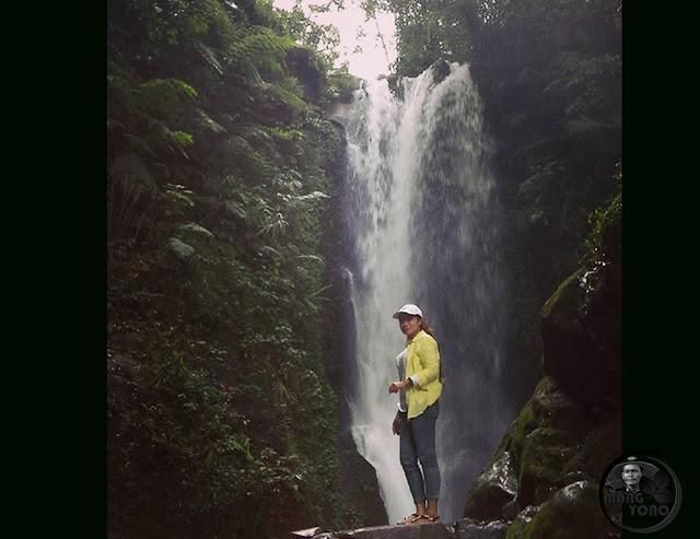 FOTO 3 : Lurah Yuli Merdeka wati Wisata Alam Curug Sadim, Subang, Jawa Barat.