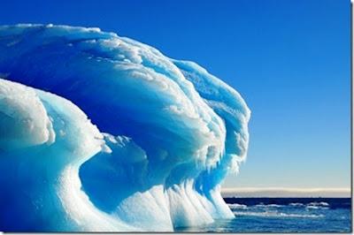 olas congeladas en la Antártida.