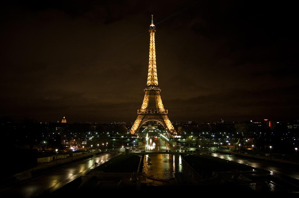 Wallpaper Love Quotes Hd Paris Paris Eiffel Tower At Night