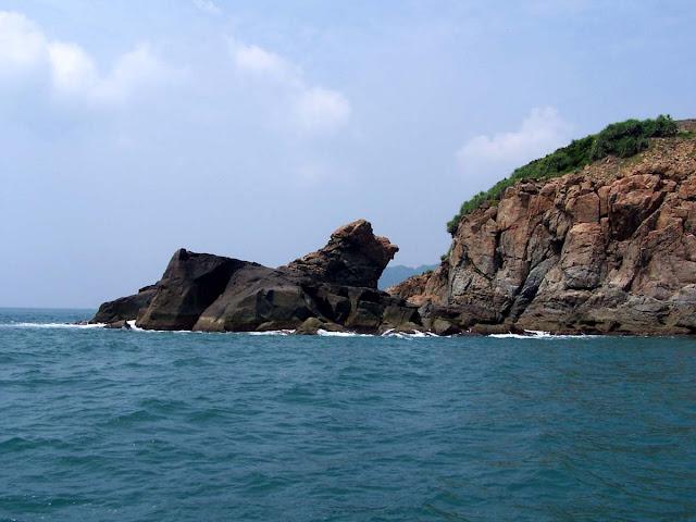 Vách đá đảo Ngọc