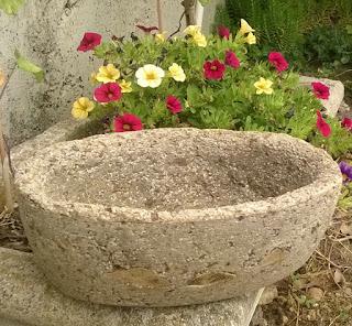 Vaso ovale con inserti in vera pietra