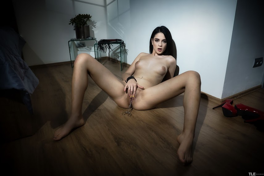 [TheLifeErotic] Mia Trejsi - Clamp My Clit 9082161489