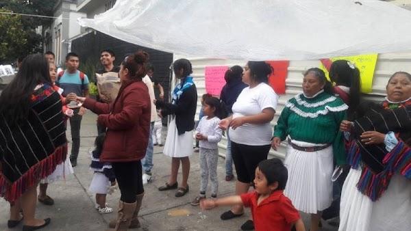 Vecinos 'fifís' de La Condesa discriminan y agreden a damnificados Otomíes.