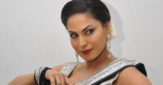 TELUGU WEB WORLD: Veena Malik Sexy Navel Show In Black